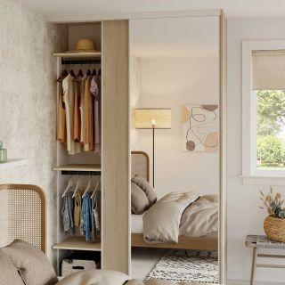 Dressing sur mesure avec portes coulissantes miroir couleur blanc et bois naturel de style scandinave
