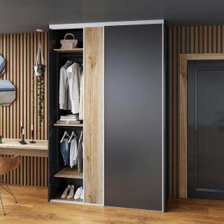 Dressing sur mesure avec portes coulissantes couleur noir et bois naturel de style traditionnel