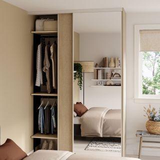 Dressing sur mesure pour chambre avec porte coulissante miroir couleur bois