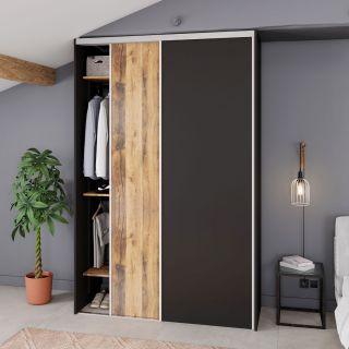 Dressing sur mesure avec portes coulissantes couleur bois et noires de style rustique et industriel