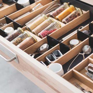 Range-couverts bois modulable avec rangement épices 5 éléments pour tiroir Schmidt